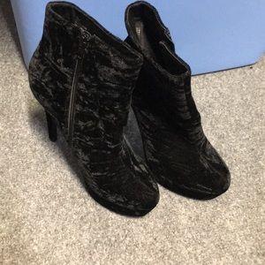 Shoe Dazzle Shoes - Shoedazzle Black Velvet Heeled Boots size 7.5
